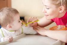 kako-hraniti-dete-na-plazi